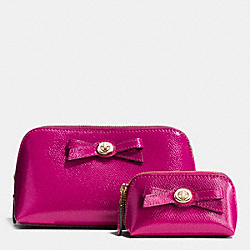 COACH F64651 Turnlock Bow Cosmetic Case Set In Patent Leather IMITATION GOLD/CRANBERRY