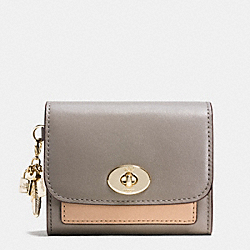 COACH F65150 Charm Compact Case In Colorblock Leather LIGHT GOLD/FOG MULTI