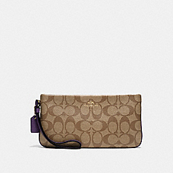 COACH F65748 Large Wristlet In Signature IMITATION GOLD/KHAKI AUBERGINE