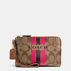 COACH COACH VARSITY STRIPE CORNER ZIP WRISTLET IN SIGNATURE - IMITATION GOLD/KHAKI/PINK RUBY - F66052