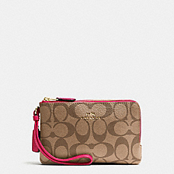 COACH F66506 Double Corner Zip Wristlet In Signature IMITATION GOLD/KHAKI BRIGHT PINK