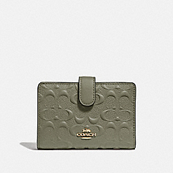 COACH F67565 - MEDIUM CORNER ZIP WALLET IN SIGNATURE LEATHER MILITARY GREEN/GOLD