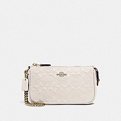 LARGE WRISTLET 19 IN SIGNATURE LEATHER - F67567 - CHALK/IMITATION GOLD