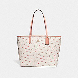 REVERSIBLE CITY TOTE WITH ALLOVER RAINBOW PRINT - F72720 - CHALK/LIGHT CORAL/GOLD