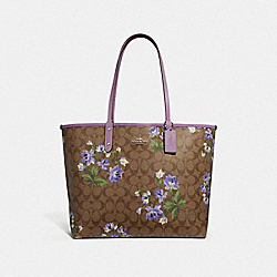 REVERSIBLE CITY TOTE IN SIGNATURE CANVAS WITH LILY PRINT - F72844 - KHAKI MULTI/JASMINE/SILVER
