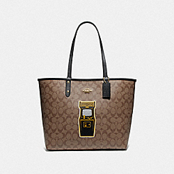 REVERSIBLE CITY TOTE IN SIGNATURE CANVAS WITH PAC-MAN GAME - F72899 - KHAKI MULTI/BLACK/GOLD