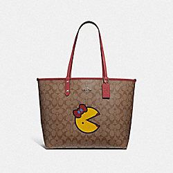 REVERSIBLE CITY TOTE IN SIGNATURE CANVAS WITH MS. PAC-MAN - F72900 - KHAKI MULTI/WASHED RED/SILVER