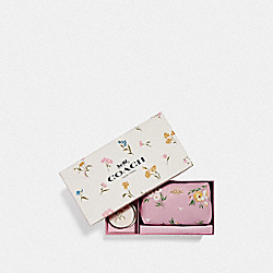 BOXED TRAVEL SET WITH TOSSED DAISY PRINT - F73078 - CARNATION/GOLD