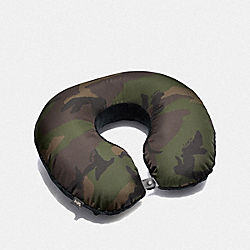 COACH F73088 - PACKABLE TRAVEL PILLOW WITH CAMO PRINT DARK GREE/MULTI