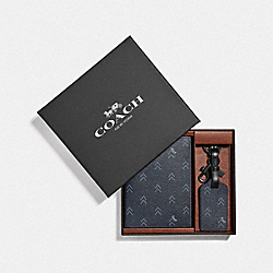 COACH F73096 Boxed Passport Case And Luggage Tag Set With Dot Arrow Print NAVY/MULTI