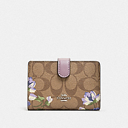 MEDIUM CORNER ZIP WALLET IN SIGNATURE CANVAS WITH LILY PRINT - F73374 - KHAKI/PURPLE MULTI/SILVER