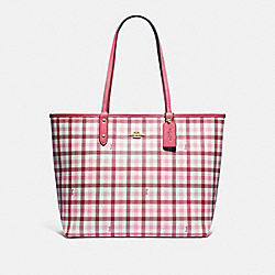REVERSIBLE CITY TOTE WITH GINGHAM PRINT - F76631 - BROWN PINK MULTI/ROUGE/GOLD