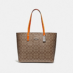 TOWN TOTE IN SIGNATURE CANVAS - F76636 - KHAKI/DARK ORANGE/SILVER