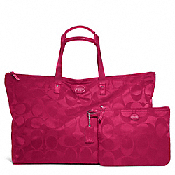 COACH F77316 - GETAWAY SIGNATURE NYLON LARGE PACKABLE WEEKENDER SILVER/FUCHSIA