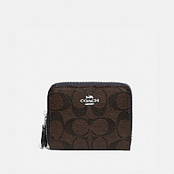 SMALL DOUBLE ZIP AROUND WALLET IN BLOCKED SIGNATURE CANVAS - F78079 - SV/BROWN MIDNIGHT
