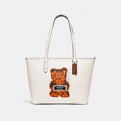 CITY ZIP TOTE WITH VANDAL GUMMY - F78203 - CHALK MULTI/GOLD