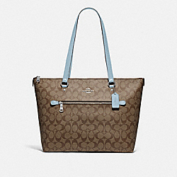 GALLERY TOTE IN SIGNATURE CANVAS - F79609 - SV/KHAKI PALE BLUE