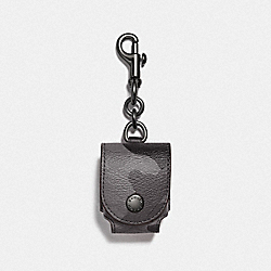 EARBUD CASE BAG CHARM IN SIGNATURE CANVAS WITH CAMO PRINT - F79794QBGRM - QB/GREY MULTI