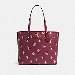 REVERSIBLE CITY TOTE WITH PARTY CAT PRINT - F80232 - IM/DARK BERRY MULTI/DARK BERRY
