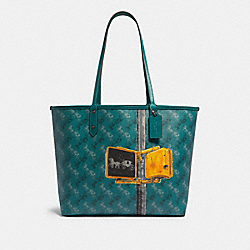 REVERSIBLE CITY TOTE WITH HORSE AND CARRIAGE PRINT - F82135 - QB/VIRIDIAN SAGE MULTI
