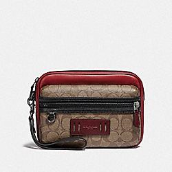 TERRAIN POUCH IN COLORBLOCK SIGNATURE CANVAS - F84681 - QB/TAN SOFT RED