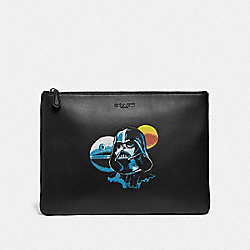 STAR WARS X COACH LARGE POUCH WITH DARTH VADER - F85707 - QB/BLACK