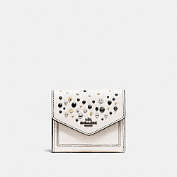 SMALL WALLET WITH STAR RIVETS - f86747 - CHALK/DARK GUNMETAL