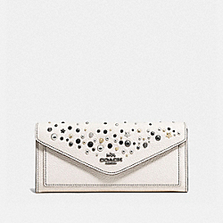 COACH F86748 Soft Wallet With Star Rivets CHALK/DARK GUNMETAL