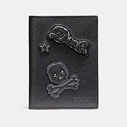 PASSPORT CASE IN SMOOTH CALF LEATHER WITH VARSITY PATCHES - f87194 - BLACK