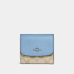 COACH F87589 Small Wallet In Signature Canvas LT KHAKI/CORNFLOWER/SILVER