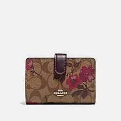 MEDIUM CORNER ZIP WALLET IN SIGNATURE CANVAS WITH VICTORIAN FLORAL PRINT - F87751 - IM/KHAKI BERRY MULTI