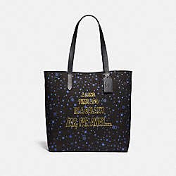 COACH F88038 - STAR WARS X COACH TOTE WITH STARRY PRINT AND SCROLL PRINT SV/BLACK MULTI