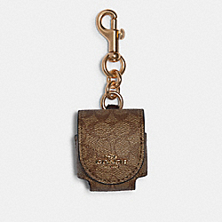 EARBUD CASE BAG CHARM IN SIGNATURE CANVAS - F88253 - GD/KHAKI OXBLOOD