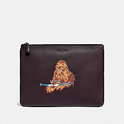 STAR WARS X COACH LARGE POUCH WITH CHEWBACCA - F88338 - QB/OXBLOOD