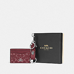 BOXED CARD CASE AND VALET KEY CHARM GIFT SET IN SIGNATURE LEATHER - F88494 - SV/WINE