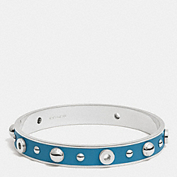 COACH F90512 - ENAMEL GROMMETS AND RIVETS BANGLE SILVER/PEACOCK