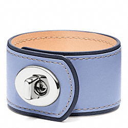 MEDIUM LEATHER TURNLOCK CUFF - f96319 - SILVER/CHAMBRAY
