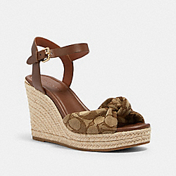 KATEY WEDGE IN SIGNATURE JACQUARD - G4846 - KHAKI/SADDLE