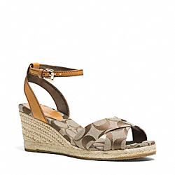 COACH Q3301 Hanna Wedge KHAKI/GINGER