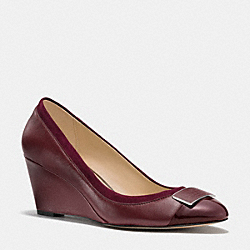 COACH Q6114 Heath Wedge  WINE/WINE