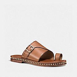 COACH Q7116 Alexa Sandal SADDLE