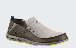 A men's canvas fishing shoe.