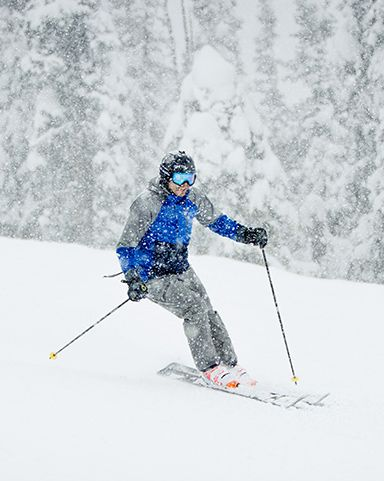 A man in Columbia ski gear on the slopes.