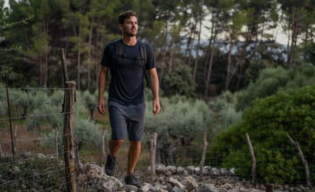 prAna Ambassador Nole Cossart hikes through the mountainous trails of Mallorca.