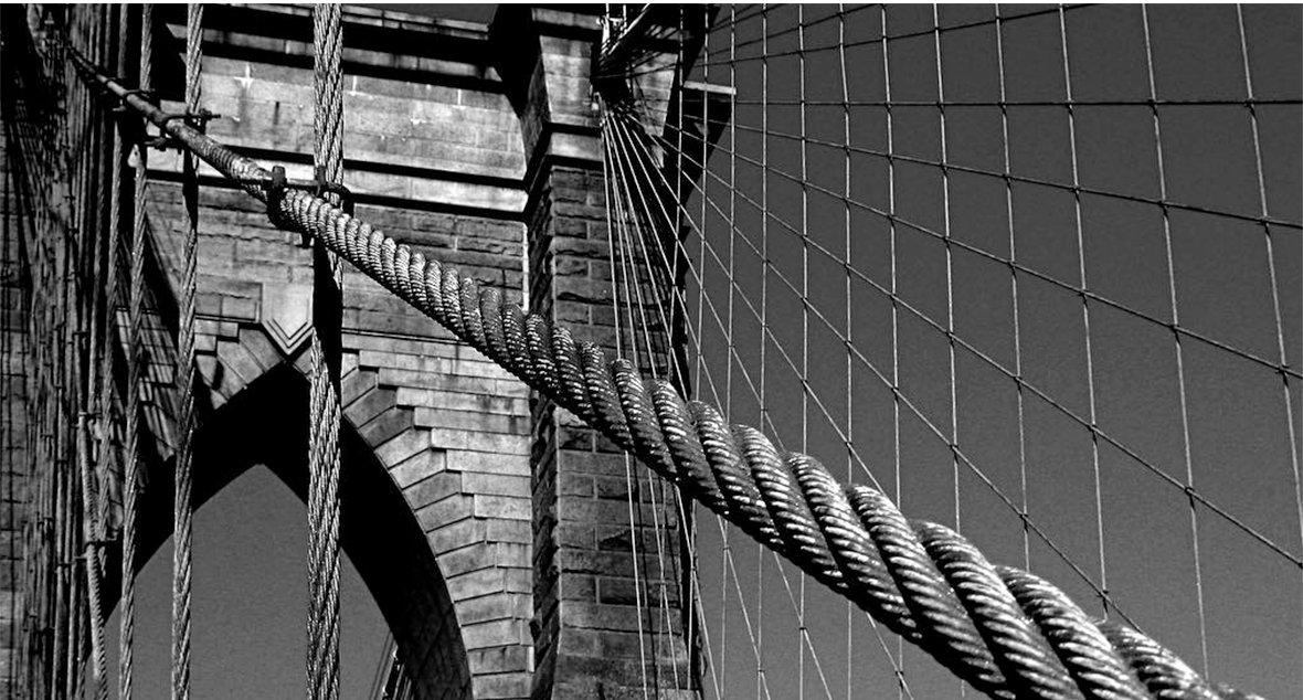 布鲁克林大桥的照片。