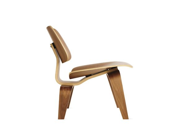 De Eames Stoel : Eames molded plywood lounge chair with wood base herman miller