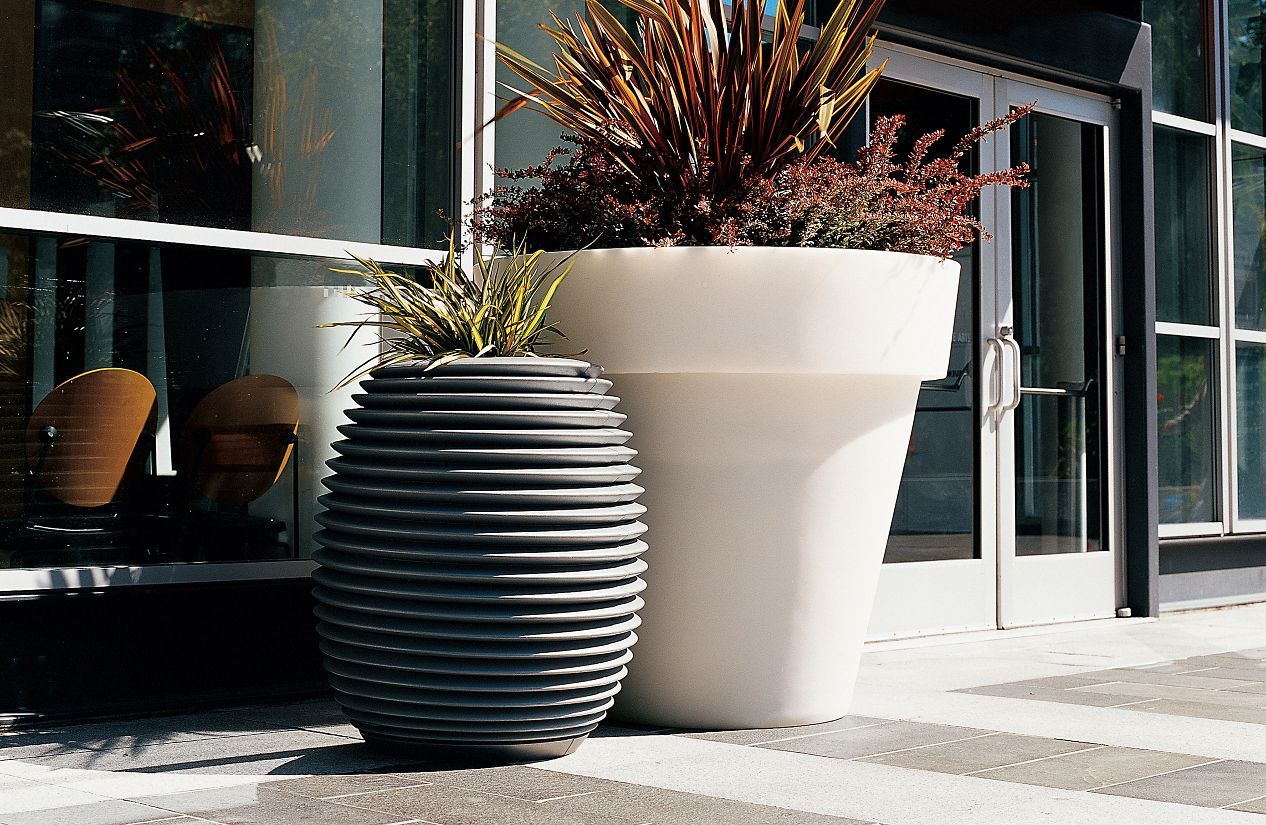 Vas-One 4-Ft Tall Planter
