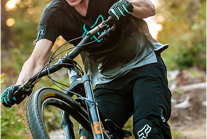 Athlete riding MTB in the best gear in breathability; Flexair