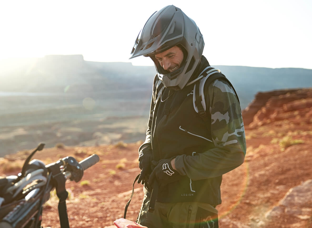 https://s7d2.scene7.com/is/content/FoxRacing/FOX_CMS/LANDING PAGES/USA/2019/LEGION LINE/LEGION_ECOM_LOOK_03.mp4 shot