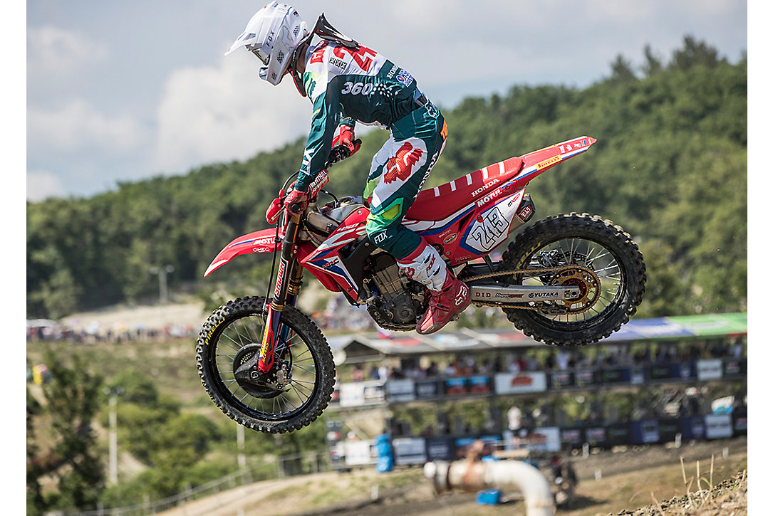 Tim Gajser Secures a 1-1 Victory in Russia